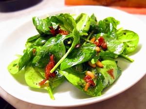 spinach-basil-prosciutto-salad